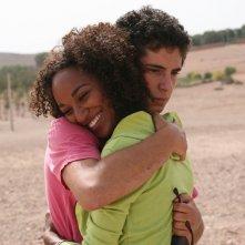 Daniele De Angelis ed Esther Elisha in una scena del film Last Minute Marocco