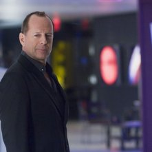 Bruce Willis in una scena del film Perfect Stranger