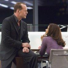 Halle Berry accanto a Bruce Willis in una scena del film Perfect Stranger