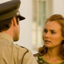 Diane Kruger e Joseph Fiennes (di spalle) in una scena di 'Il colore della libertà'