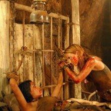 Daniella Alonso e Jessica Stroup in una scena di Le colline hanno gli occhi 2 (The Hills Have Eyes II)