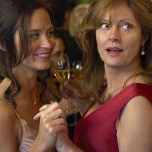 Susan Sarandon ed Emily Blunt in una scena del film Irresistible