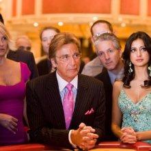 Ellen Barkin, Al Pacino e Noureen DeWulf in una scena del film Ocean's Thirteen