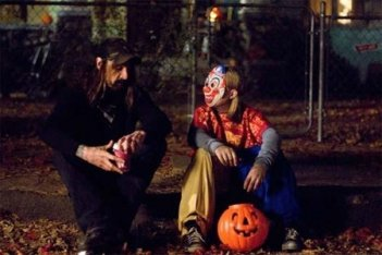 Daeg Faerch e Rob Zombie sul set diHalloween