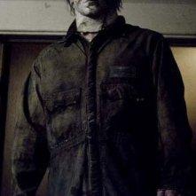 Tyler Mane in una scena del film Halloween, remake ad opera di Rob Zombie