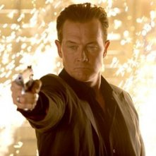 Robert Patrick in una scena dell'action Presa Mortale