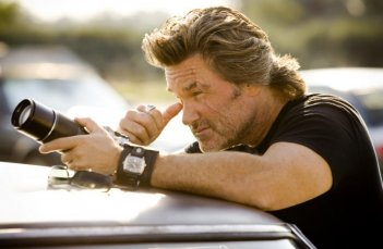 Kurt Russell in una scena di Death Proof, episodio del double feature Grind House