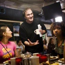 Quentin Tarantino e Tracie Thoms sul set del film Death Proof, episodio del double feature Grind House