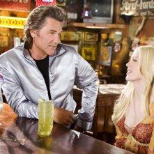 Rose McGowan e Kurt Russell in una scena del film 'Death Proof', episodio del double feature Grind House