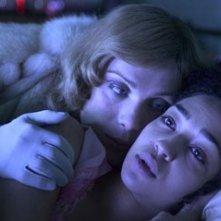 Una bella immagine di Cillian Murphy e Ruth Negga in una scena del film Breakfast on Pluto