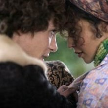 Cillian Murphy insieme a Ruth Negga in una scena del film Breakfast on Pluto