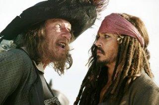 Geoffrey Rush e Johnny Depp in una scena di Pirati dei Caraibi: Ai confini del Mondo