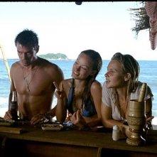 Beau Garrett, Olivia Wilde, Josh Duhamel in una scena del film Turistas