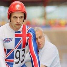 Jonny Lee Miller in una scena del film The Flying Scotsman