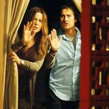 Kate Beckinsale con Luke Wilson in una scena del film Vacancy
