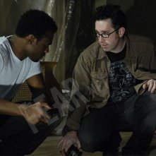 Darren Lynn Bousman dirige Lyriq Bent sul set di Saw 4