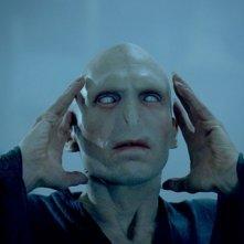 Joseph Fiennes è lo spaventoso Lord Voldemort in una scena del film Harry Potter e l'Ordine della Fenice