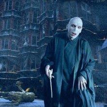 Joseph Fiennes nei panni di Lord Voldemort in una scena del film Harry Potter e l'Ordine della Fenice