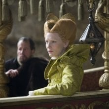 Cate Blanchett è Elizabeth in una scena del film The Golden Age