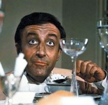 Peter Sellers in una scena del film Hollywood Party (1968)