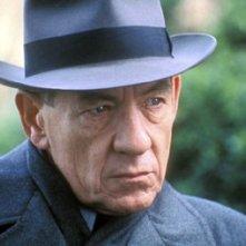 L'attore Ian McKellen in una scena del film Follia