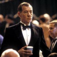 Ian McKellen in una scena del film Follia