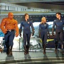 Chris Evans, Ioan Gruffudd, Jessica Alba e Michael Chiklis nel film I fantastici 4 e Silver Surfer