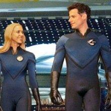 Ioan Gruffudd e Jessica Alba in una immagine de I fantastici 4 e Silver Surfer