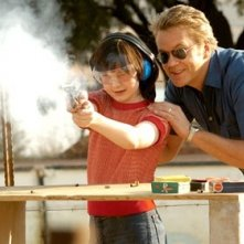 Tim Robbins e Jesica Anstey in una scena del film Catch a Fire