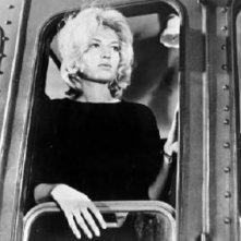 Monica Vitti in una sequenza del film L'avventura