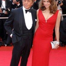 Cannes 2007: Liz Hurley con lo stilista Valentino