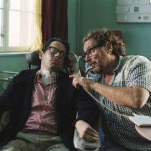 Mathieu Amalric e Julian Schnabel sul set del film Le scaphandre et le papillon