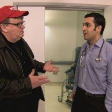 Michael Moore in una scena di Sicko, incentrato sul sistema sanitario americano