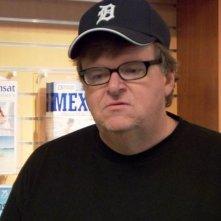 il documentarista Michael Moore in una scena di Sicko
