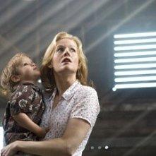 Penelope Ann MIller in una scena del film The Messengers