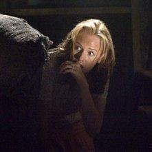 Penelope Ann MIller in una scena drammatica del film The Messengers