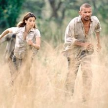 Brooke Langton e Dominic Purcell in una scena del film Paura primordiale