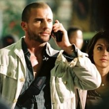 Brooke Langton e Dominic Purcell in una scena del film Primeval