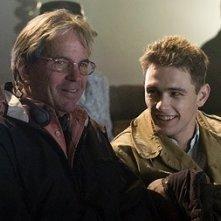 Tony Bill e James Franco sul set del film Giovani Aquile