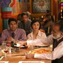 Anjali Jay e Sendhil Ramamurthy in una scena del film Appuntamento al buio