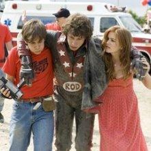 Andy Samberg e Isla Fisher in una scena di Red Hot
