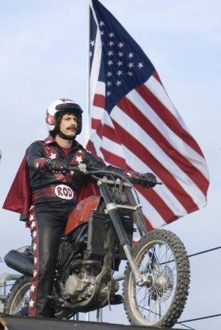 Andy Samberg in una scena di Hot Rod (2007)