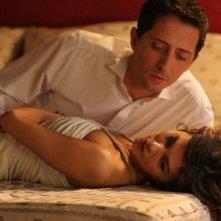 Gad Elmaleh e Audrey Tautou in una scena del film Ti va di pagare?
