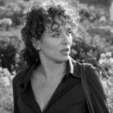 Valeria Golino in una immagine in bianco e nero del film Il sole nero