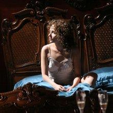 una sensuale Valeria Golino in una scena del film Il sole nero
