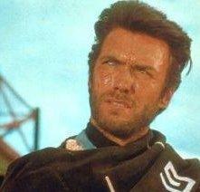Clint Eastwood in una scena del film PER UN PUGNO DI DOLLARI