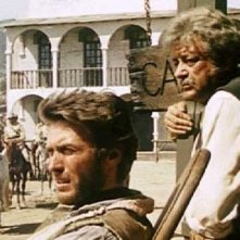 Clint Eastwood in una scena di PER UN PUGNO DI DOLLARI