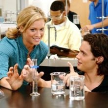 Brittany Snow e Penn Badgley in una scena di John Tucker Must Die