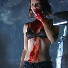 Una sanguinosa Lucy Liu in una scena del film Rise: Blood Hunter