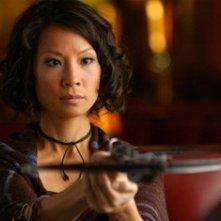 Una grintosa Lucy Liu in una scena del film Rise: Blood Hunter